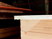 Торец фанеры толщиной 6,5мм - видно 5 слоёв шпона