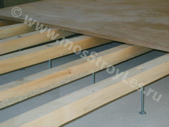 Если фанера укладывается на лаги, то тощина фанеры зависит оот расстояния между лагами